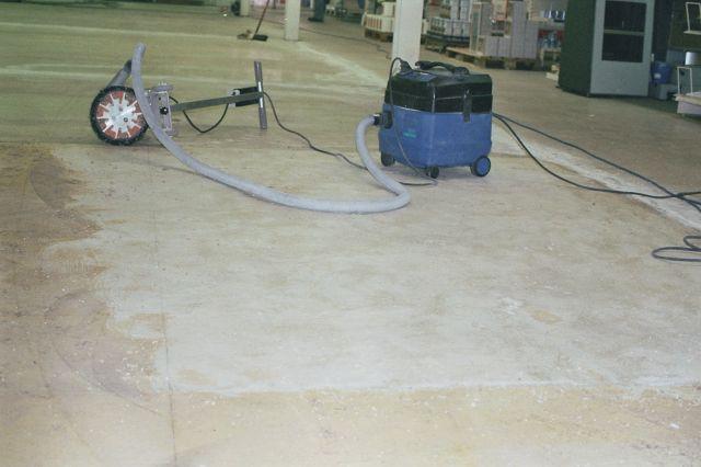 Teppichbodenkleber entfernen  bodenbelagentfernen